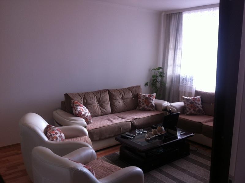 Shitet banesa 2 dhomëshe në lagjen Kodra e Diellit me sipërfaqe 65m2 në katin e 2-të