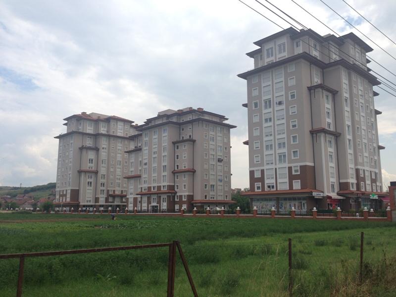 Shitet banesa 4 dhomëshe në Emshir, me siperfaqe 104m2 , kati 4-tër