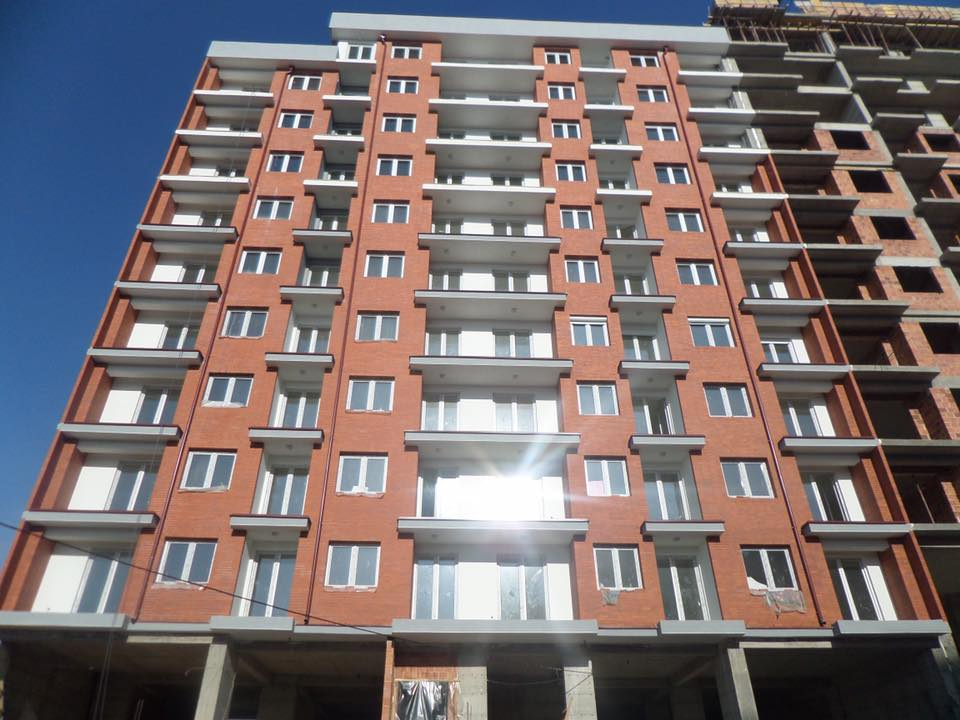 Shitet banesa 3 dhomëshe në lagjen e Muhagjerëve, 82m2, kati 1-rë