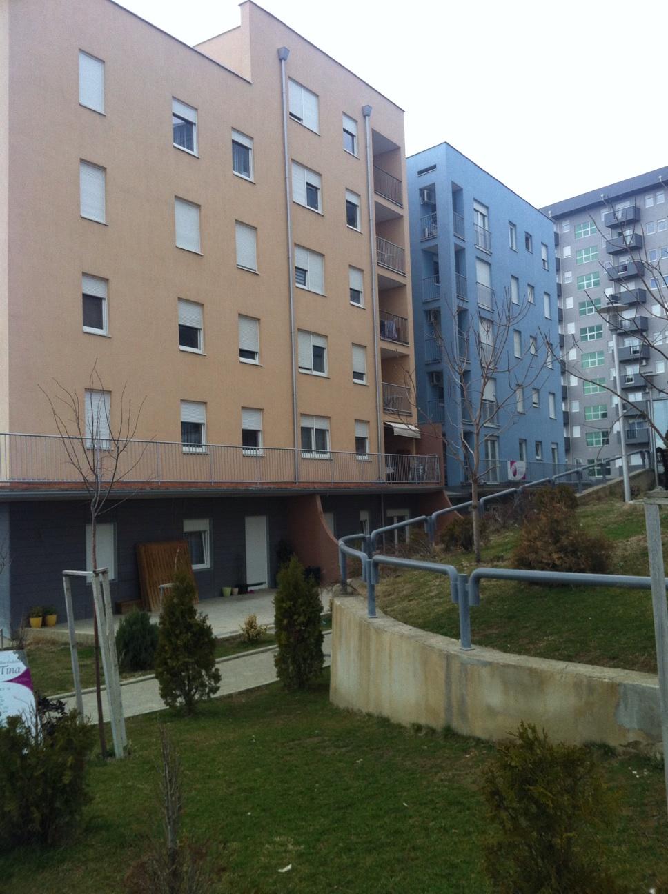 Shitet lokali afarist në lagjen Mati 1, (te standardi) me sipërfaqe 30m2, kati përdhesë.