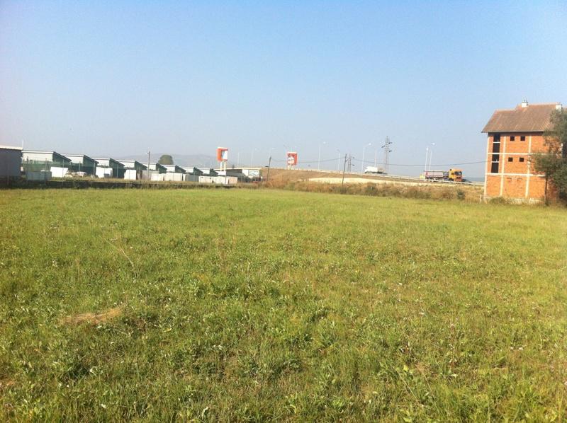 2 Hektar e 3 Ari Troje per shitje, në Fushë Kosovë (përball Hib Petroll-it) Afër magjistralen Prishtin Fushë Kosove