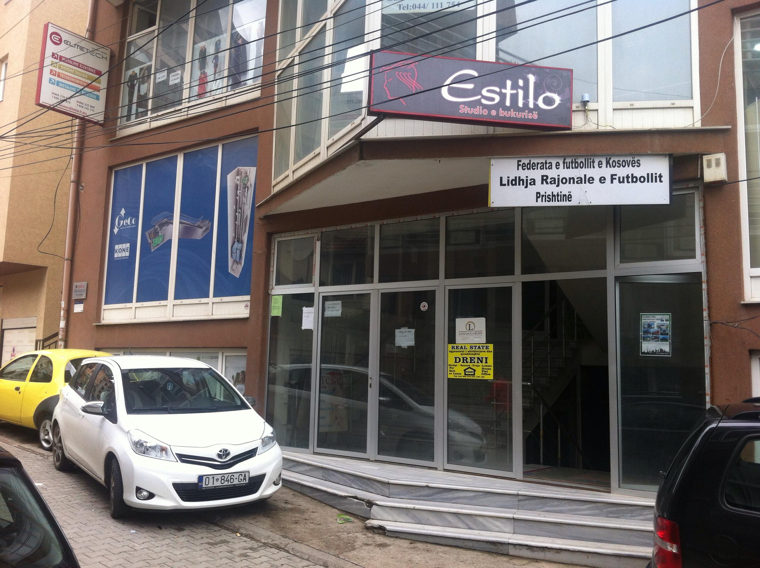Shitet lokali 42m2, kati përdhese në Lagjen Dodona, mbrapa Teatrit Kombtar.