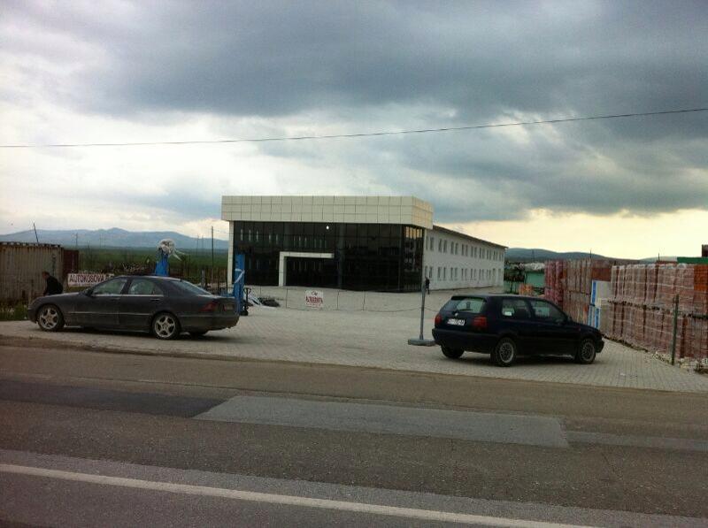 Objekt afarist 2 katësh për shitje me 40 Ari Truall në Magjistralen Prishtinë Ferizaj me sipërfaqe 2160m2.