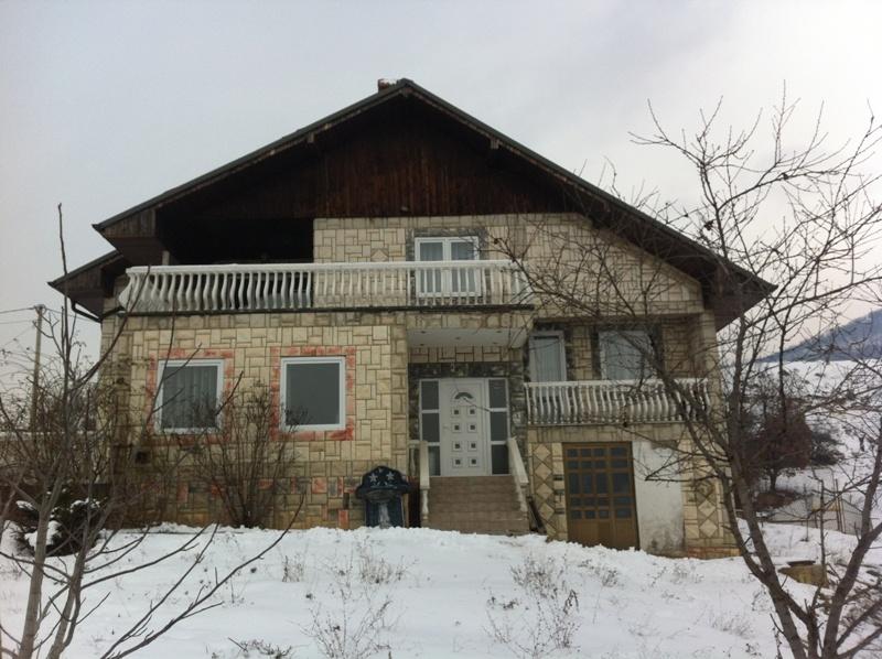 Shitet shtëpia 2 katëshe në Sofali(afër Germis) me sipërfaqe 500m2 dhe ka 10 ari truall