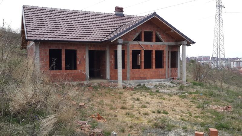 Shitet shtëpia 1 katëshe me 3 ari truall , ne Lagjen Prishtina e Re, me sipërfaqe 100m2