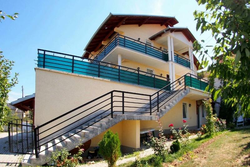 Shitet shtepia 3 katëshe me 5 ari truall në Sofali(afër Eulex-it), me siperfaqe 350m2