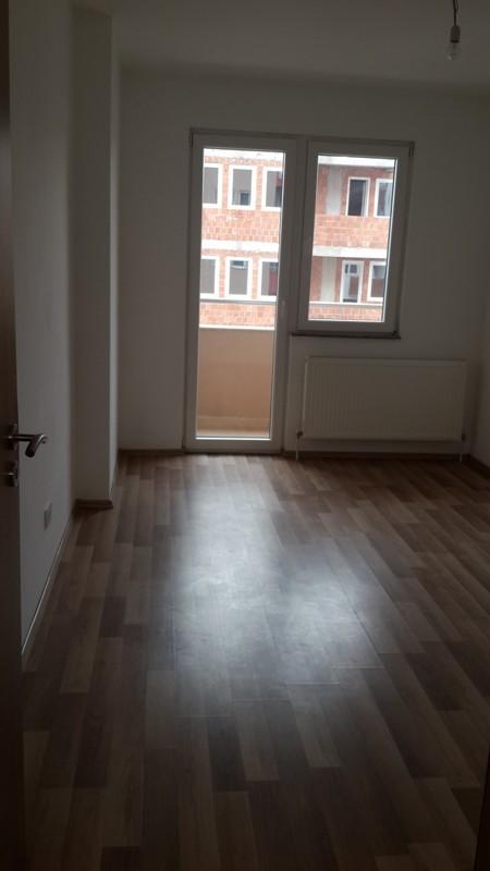 Shitet banesa 2 dhomshe në Fushë Kosovë, 67m2, kati 6-të