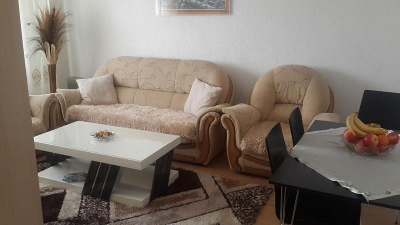 Shitet banesa 3 dhomshe në Fushë Kosovë, 76m2 kati 2-të
