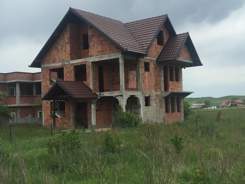 Shitet shtepia 2 katshe, 250m2 me 5 Ari truall, në Fushë Kosovë