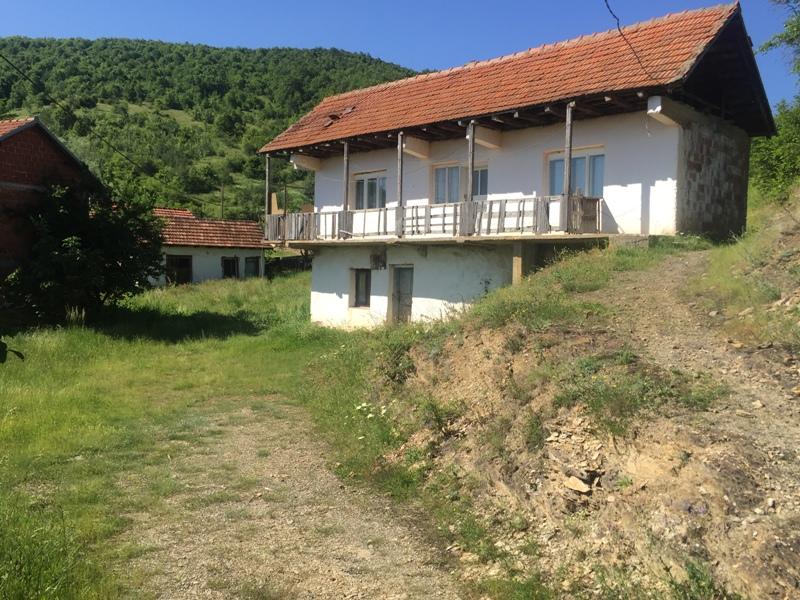 Shitet shtepia me 16 Ari truall në Kolovicen te vjeter