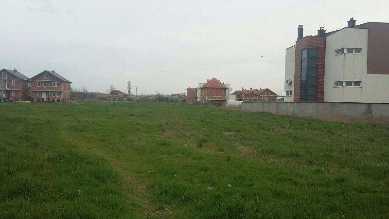 Shitet 5 Ari Truall në Uglar-Fushë Kosovë (Afër Shkollës, mbrapa Bau Marketit)