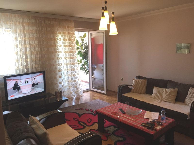 Shitet banesa 2 dhomëshe ne Fushë Kosovë, 62m2 kati 1-rë