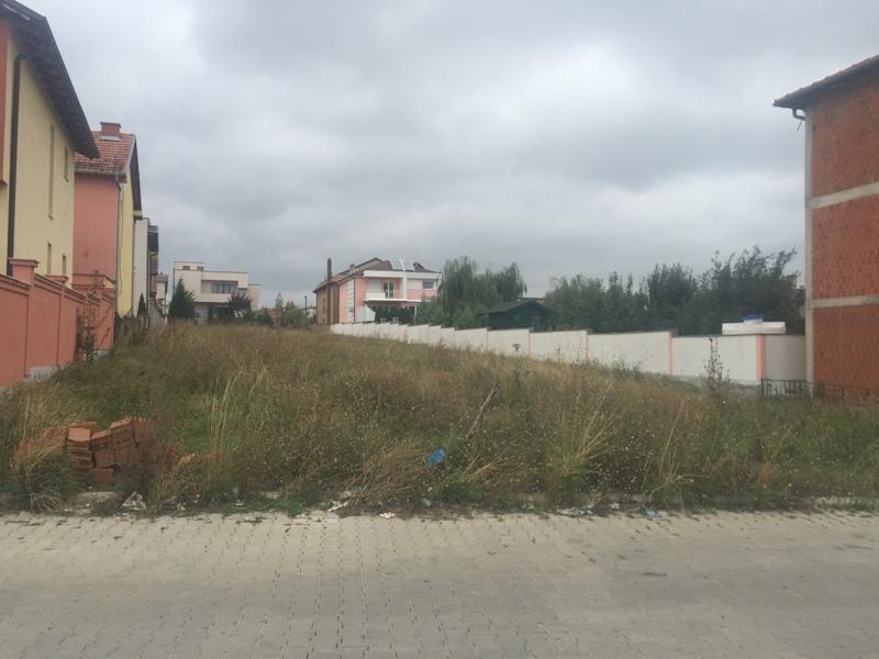 Shitet 16 Ari truall në lagjen Janina (mbrapa Bau Marketit). Trualli ka ujë, rrymë dhe kanalizim. Me dukumenta në rregull, me flet poseduese