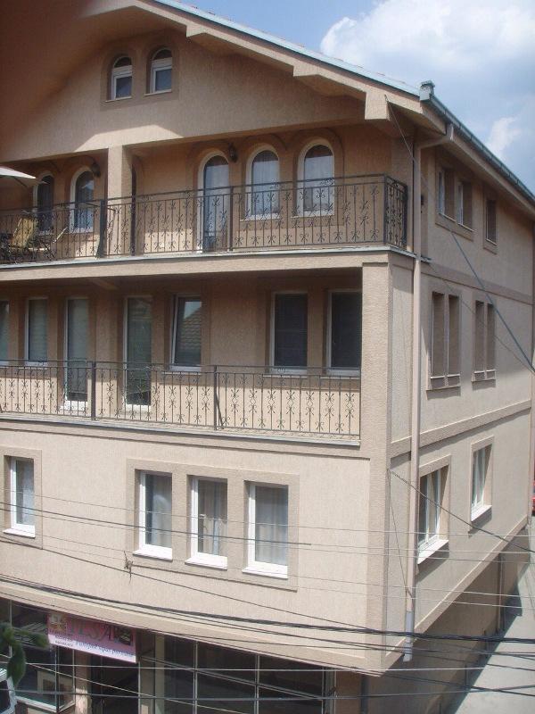 Shitet shtepia 3 katshe me 2.5 Ari truall në rrugen e Llapit të Hani i Dilit, më sipërfaqe 450m2