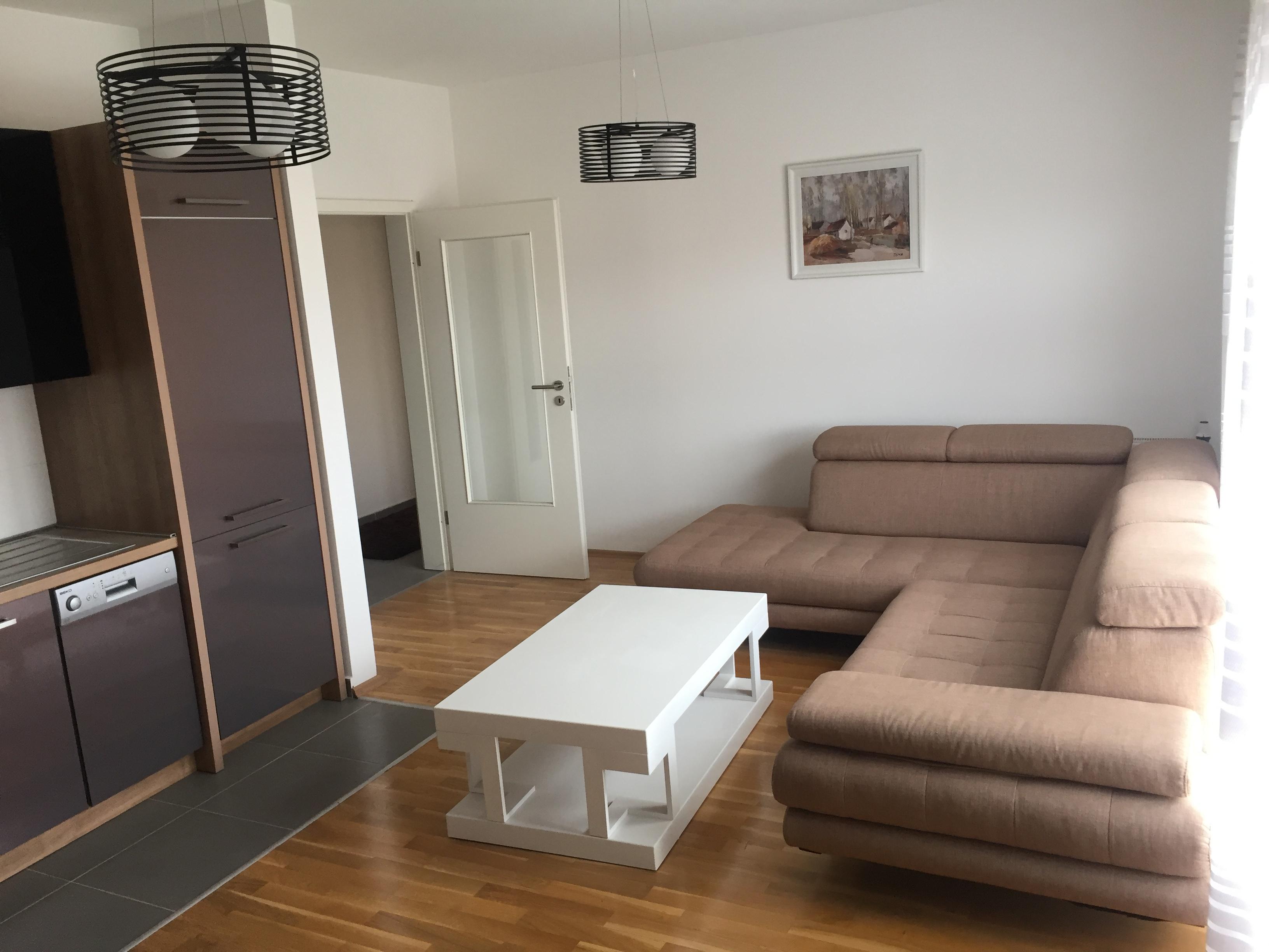 Jepet me qira  banesa 3 dhomshe 94m2 ne lagjen Kalabria, objekti i Prishtina Stars.