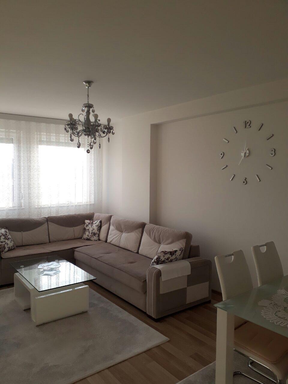 Shitet banesa 2 dhomëshe 60m2, kati i 8-të në Fushë Kosovë afër shkollës Mihail Grameno