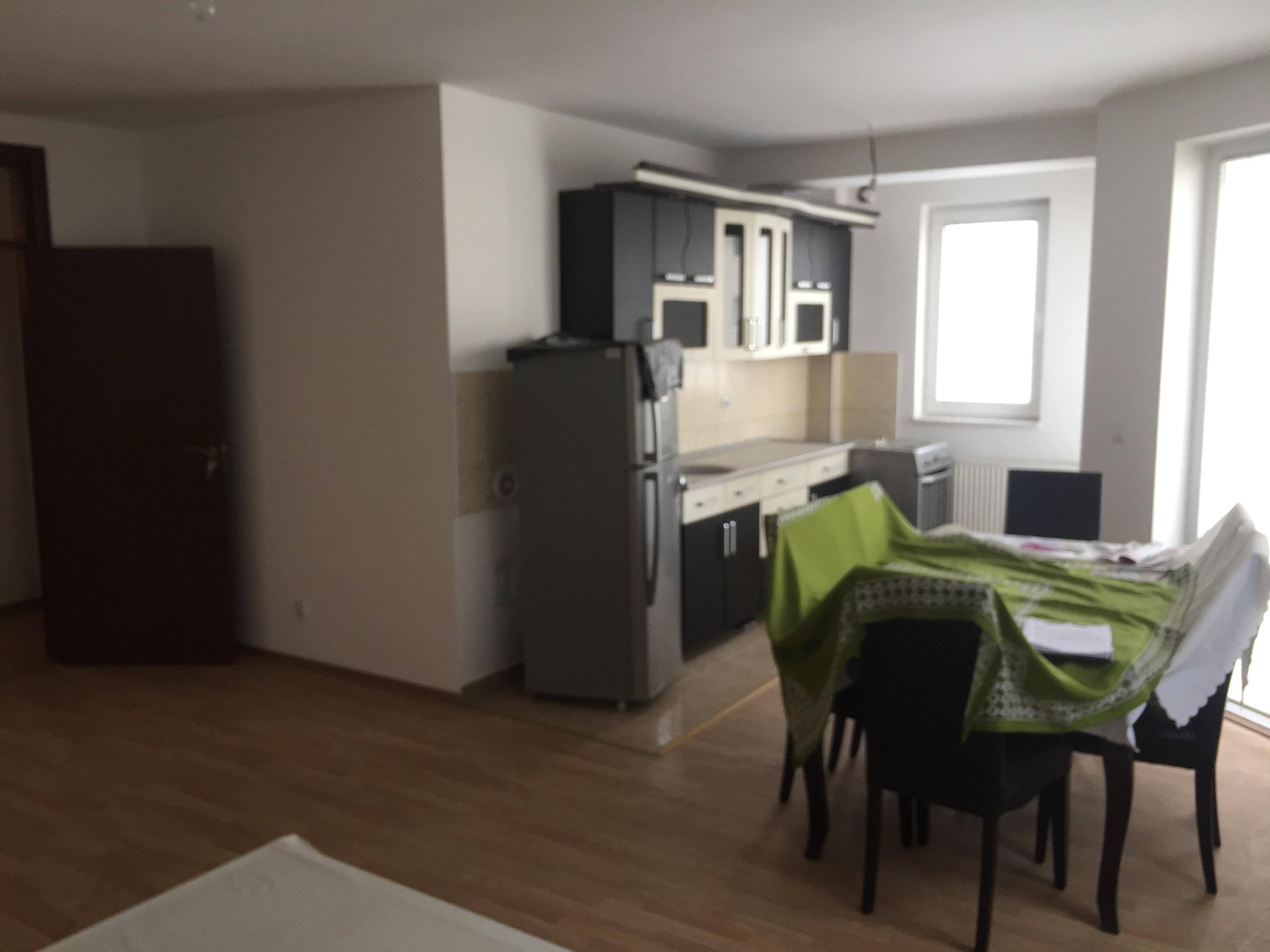 Shitet banesa 3 dhomëshe në Fushë Kosovë,, me sipërfaqe 85m2 kati 4-tër (ka ashensor)