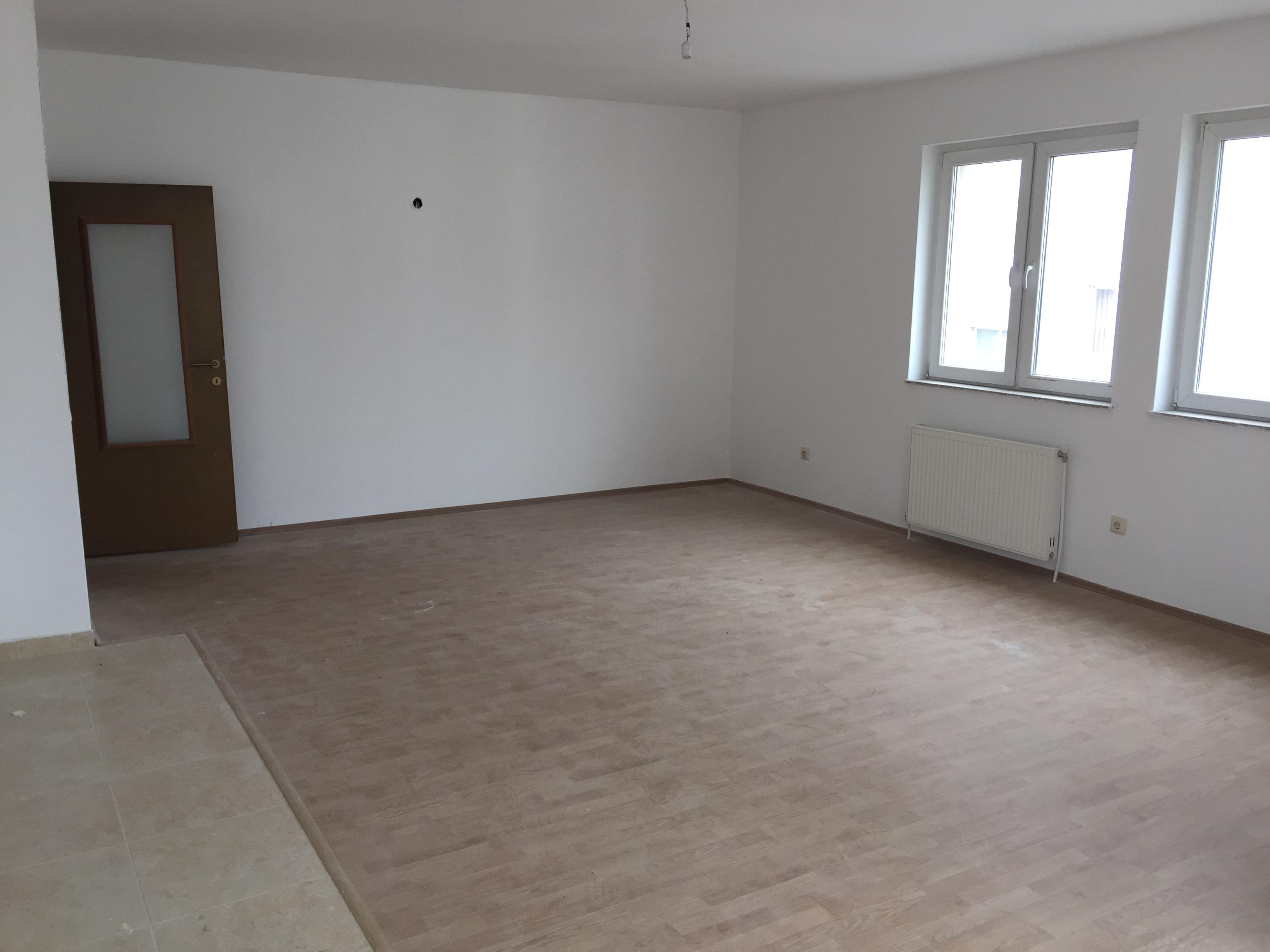 Jepet me qira banesa 3 dhomëshe në Fushë Kosovë, afër shkollës Mihail Grameno, me sipërfaqe 105m2 kati 6-të (ka ashensor)