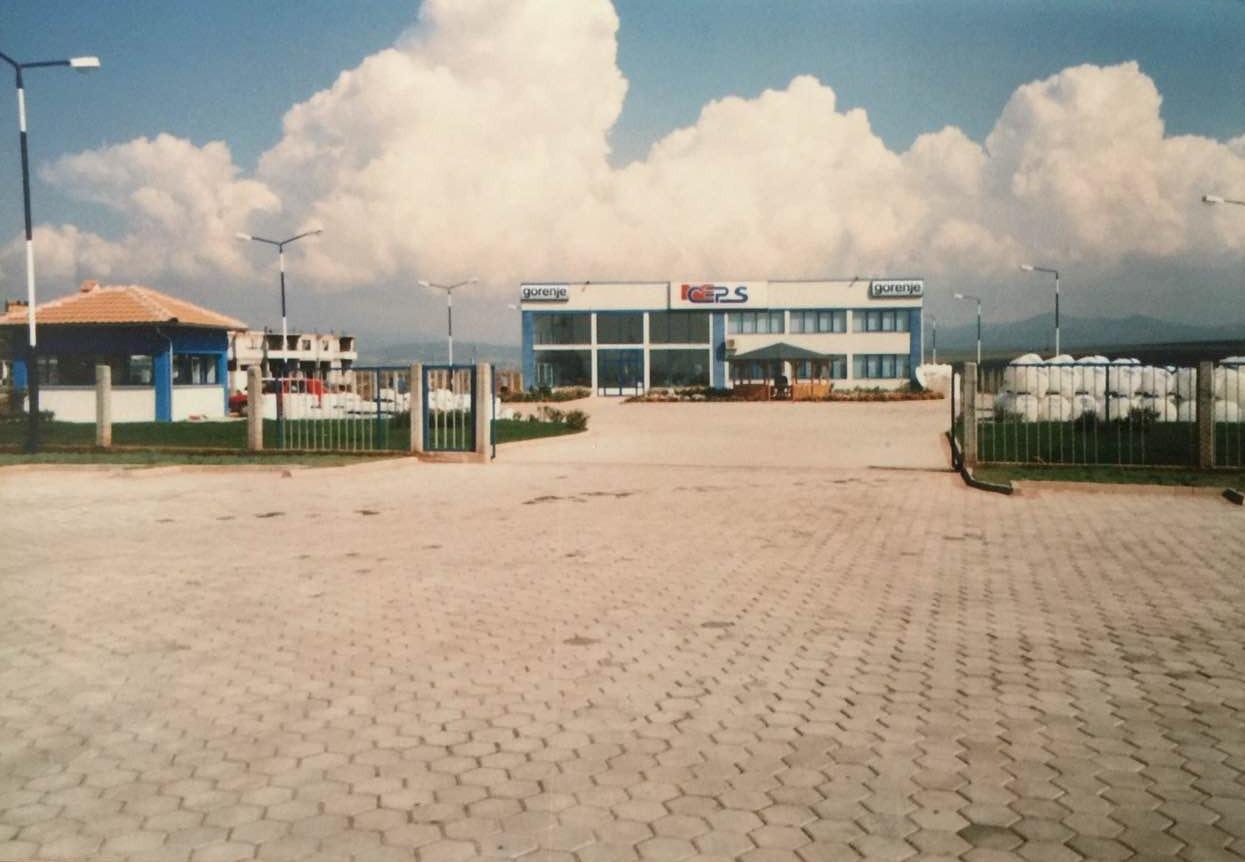 Objekt afarist për qiradhënje në Veterrnik, në magjistralen Prishtinë-Ferizaj me sipërfaqe 1200m2