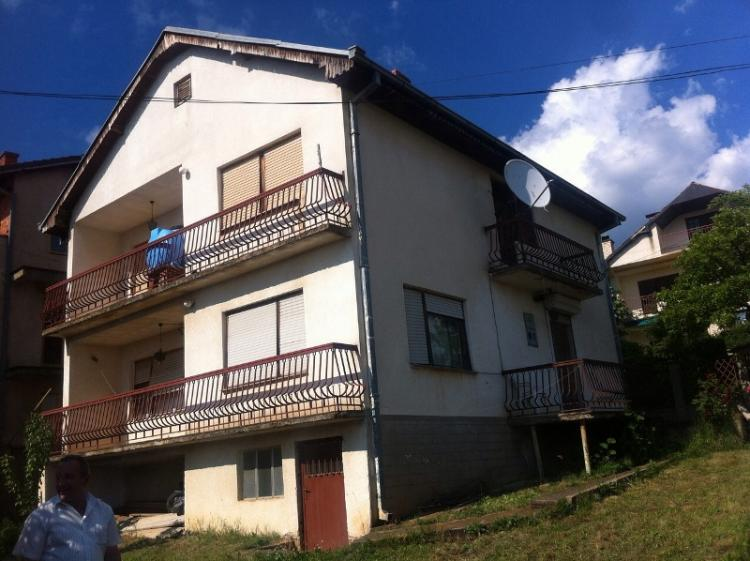Shitet shtëpia 2 katëshe me 5 ari truall në Matiqan, me sipërfaqe 230m2