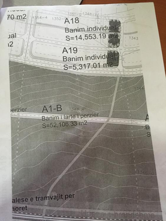hitet 62 Ari Truall në lagjen Prishtina e Re (Matican). Trualli ka afër rrugë, rrymën. Me kushte urbanistike ndërtim i lart