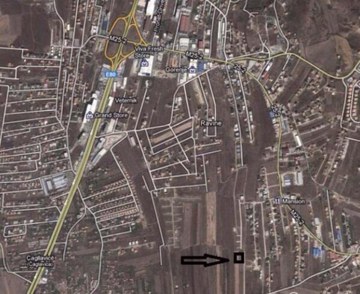 Shitet 6 Ari Truall në lagjen Veterrnik (Mbrapa Lagjes 038). Trualli ka infrastruktur, rrugë, ujë, kanalizim, Trualli ka dalje në rrug 20 metra.
