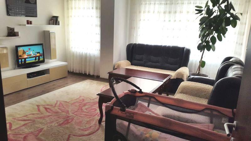 Shitet banesa 3 dhomshe në Fushë Kosovë, 75m2-neto, kati 1-rë
