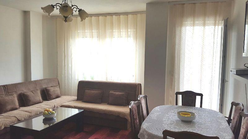 Shitet banesa 3 dhomëshe në Fushë Kosovë, 81m2 (Neto), kati 1-rë.