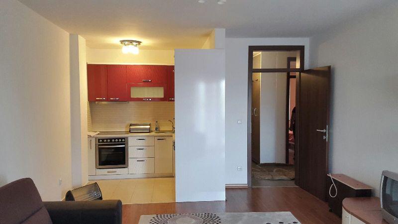 Shitet banesa 3 dhomshe në lagjen Aktash, 78m2, kati 3-të (me lift)