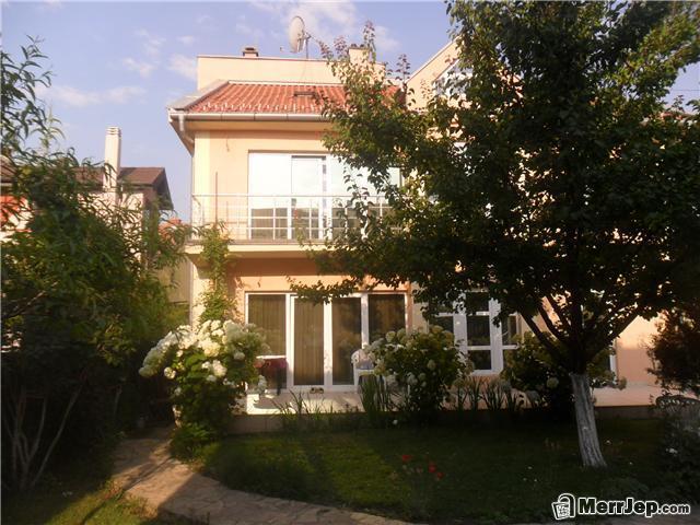 Shitet shtëpija 2 katëshe në Veternik, mrapa Grandstores, me sipërfaqe 300m2, me 4 ari truall