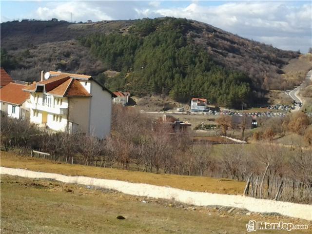 Shitet 10 Ari Truall në Sofali (afër Bazenit të Germis).Trualli ka infrastrukturë të plot si: rrym, ujë dhe kanalizim