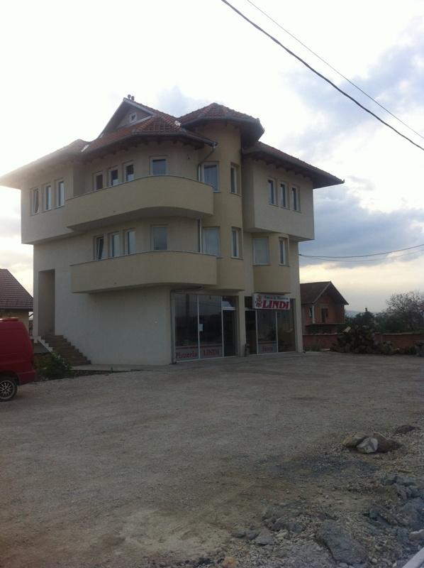 Ipet me qira shtepia 2 katëshe me lokal dhe bodrum, në Milloshevë