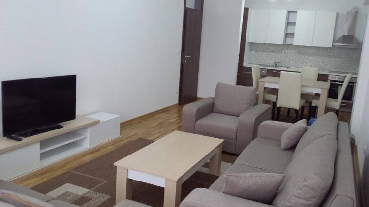 Ipet me qira banesa 3 dhomëshe 85m2 në lagjen Arberi