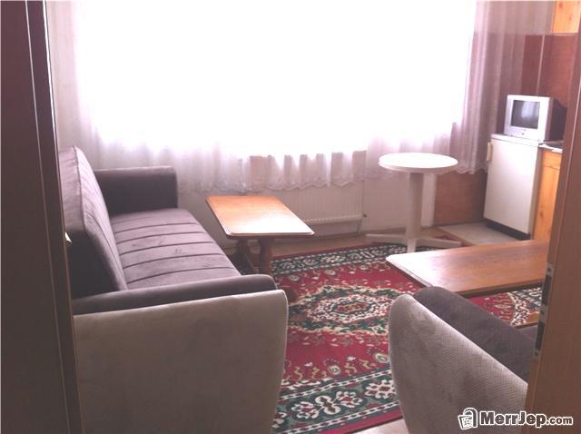 Ipet me qira banesa 3 dhomëshe 55m2 në lagjen Arberia