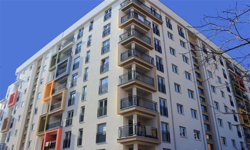 Shitet banesa 3 dhomëshe 65m2, kati 3 (Ka ashensor) në Lagjen Mati