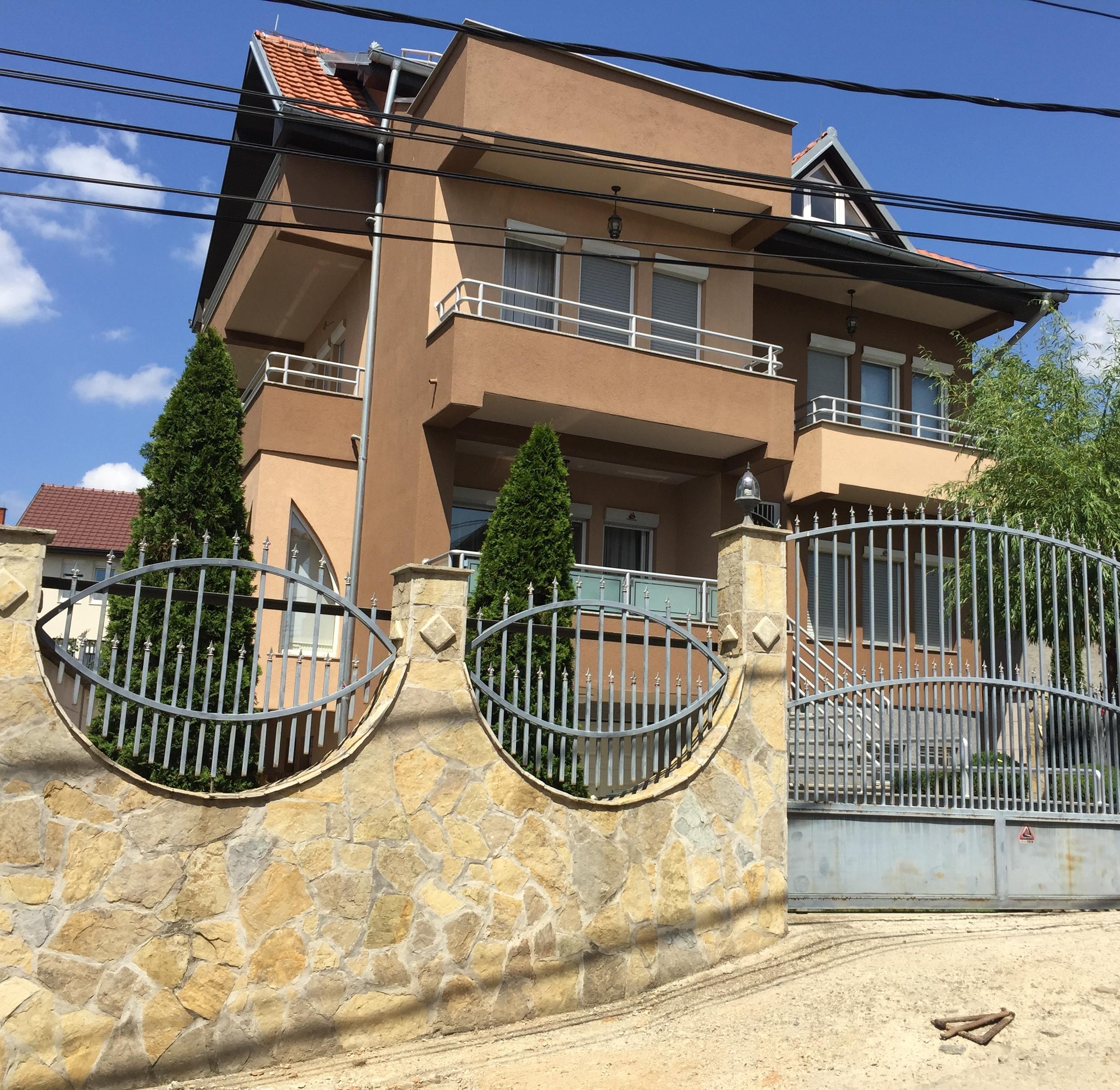 Shitet Shtepia e Re 3 kate me 2.5 Ari Truall në Prishtinë në lagjen Velani