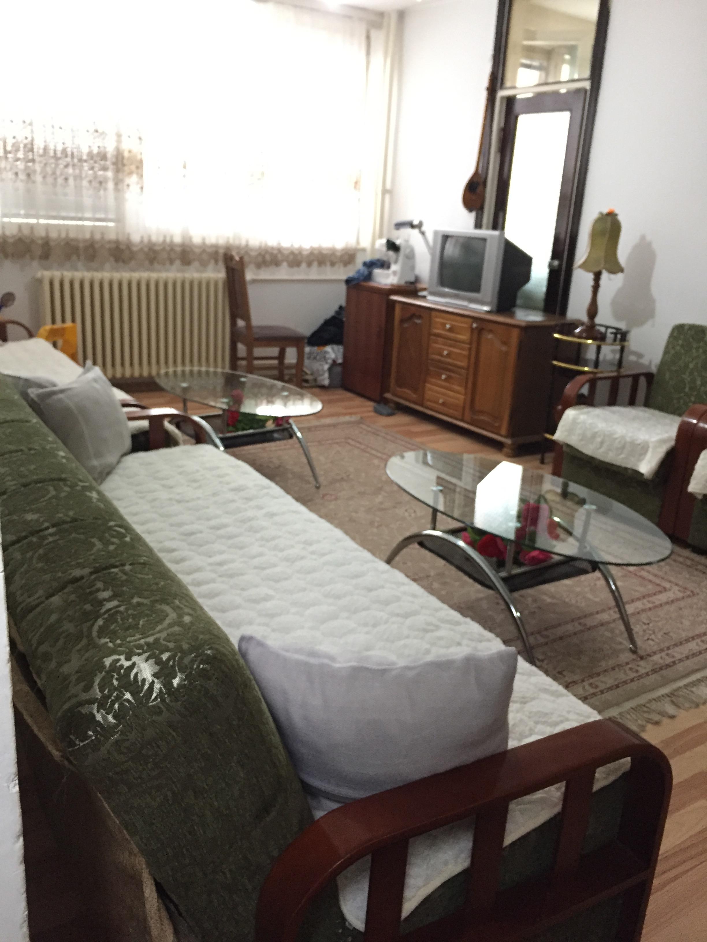 Shitet banesa 2 dhomëshe 72m2 kati 2 në lagjen Lakrishte