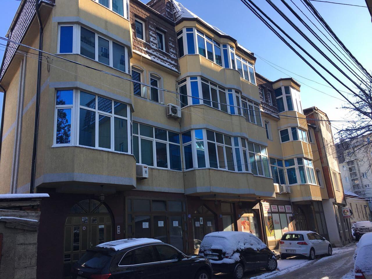 Shitet objekti afarist banesor me sipërfaqe Totale 1910m2 në qendër të Prishtines
