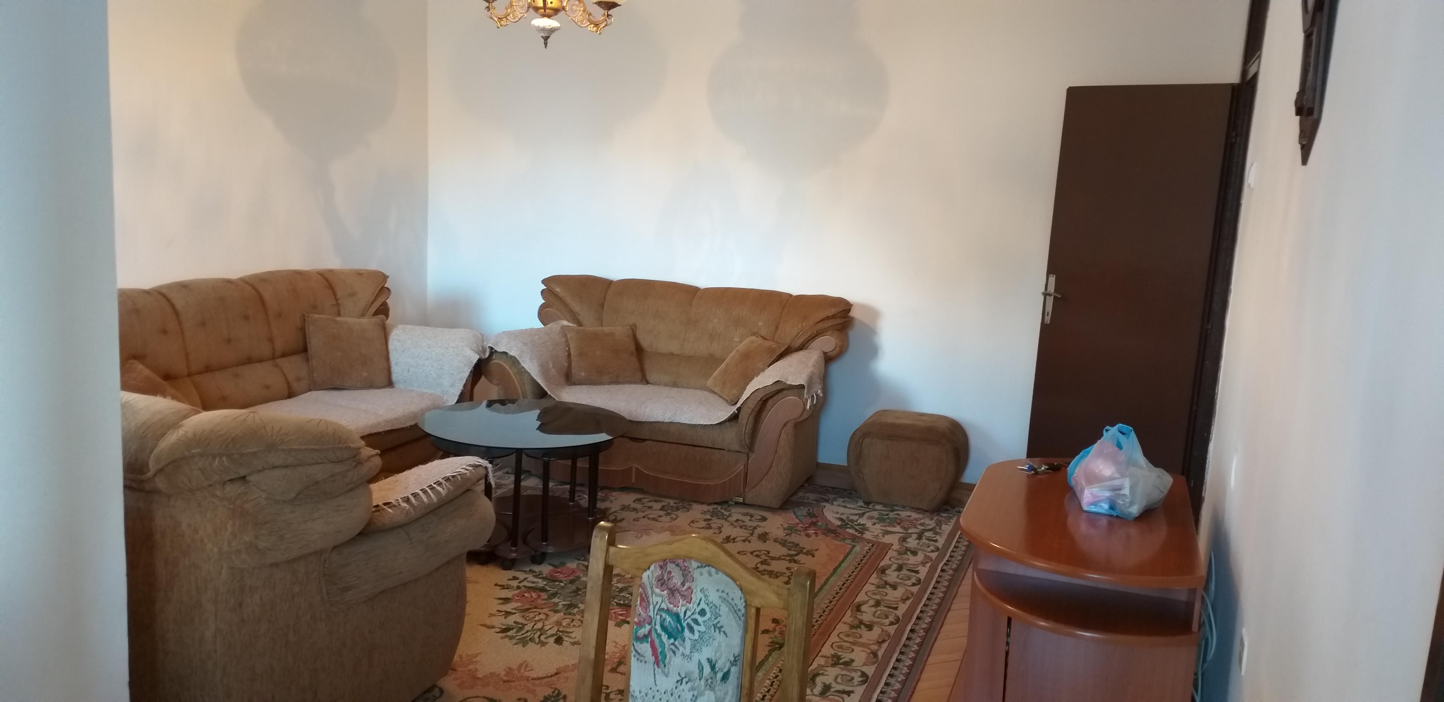 Ipet më qira banesa 3 dhomëshe 80m2 kati 4 në Dardani