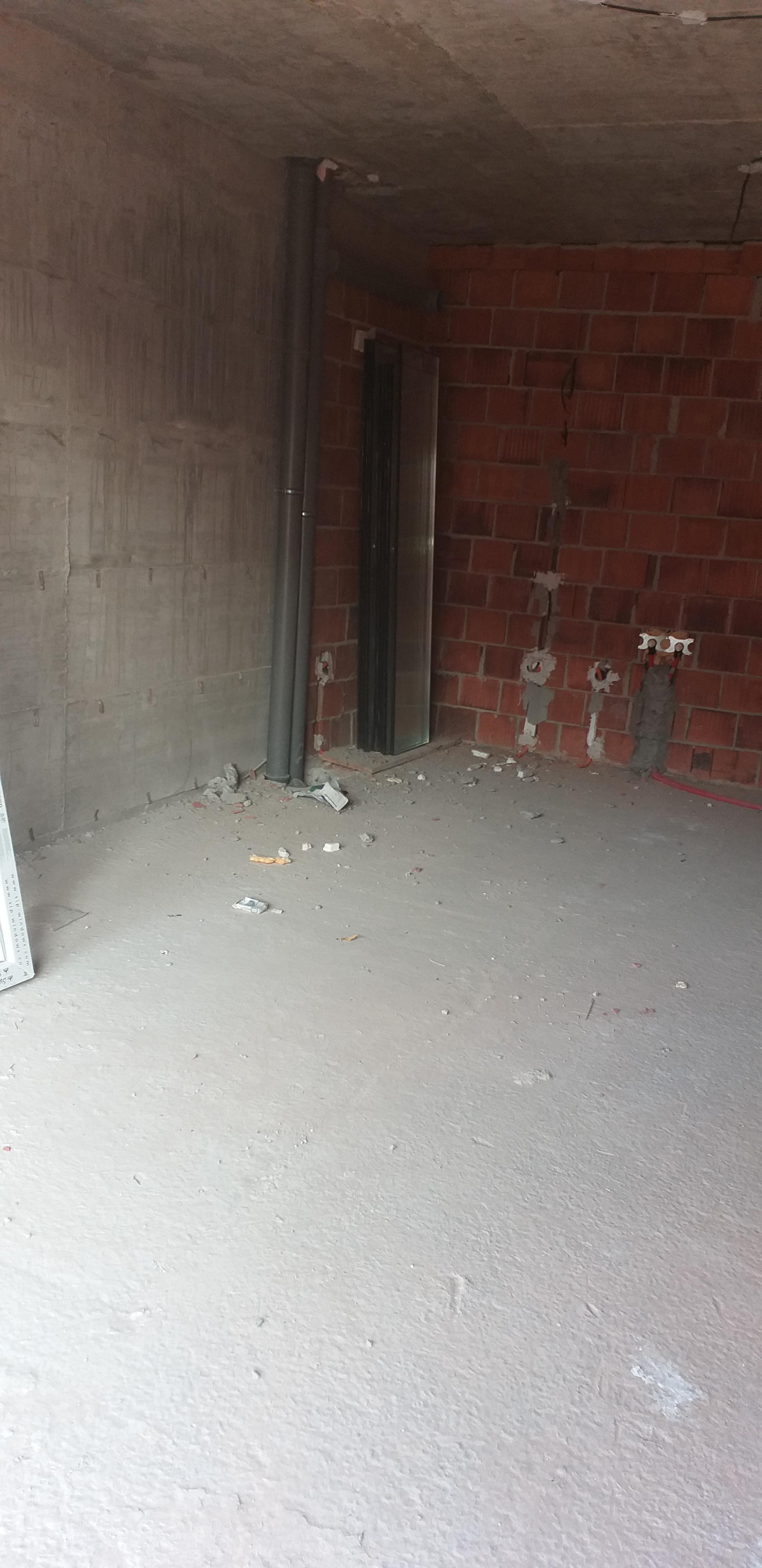Shitet banesa 3 dhomëshe 75m2 kati 2 në lagjen e Spitalit
