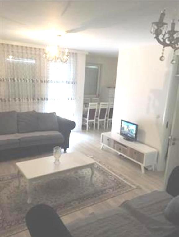 Shitet banesa 3 dhomëshe 80 m2 kati 7 në Fushë Kosovë