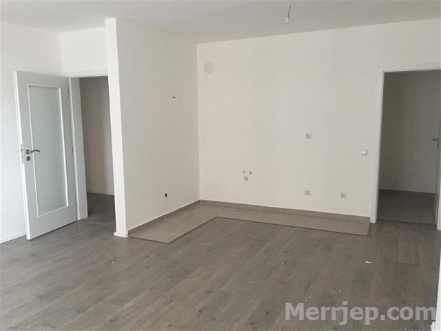Shitet banesa 2 dhomëshe 68m2 kati 3 në Fushë Kosovë