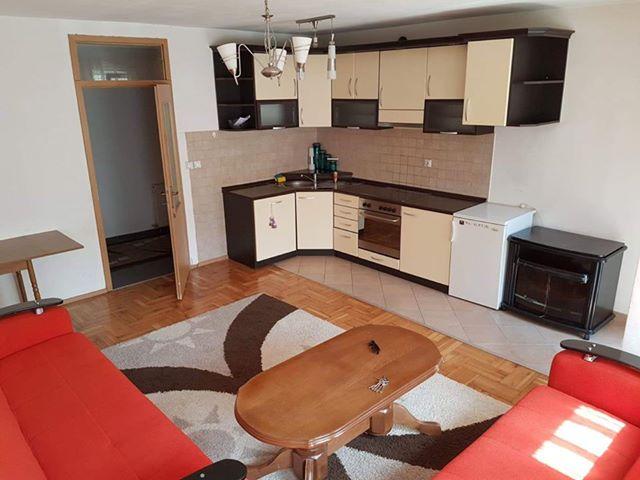 Shitet banesa 3 dhomëshe 85 m2 kati 1 në Fushë Kosovë