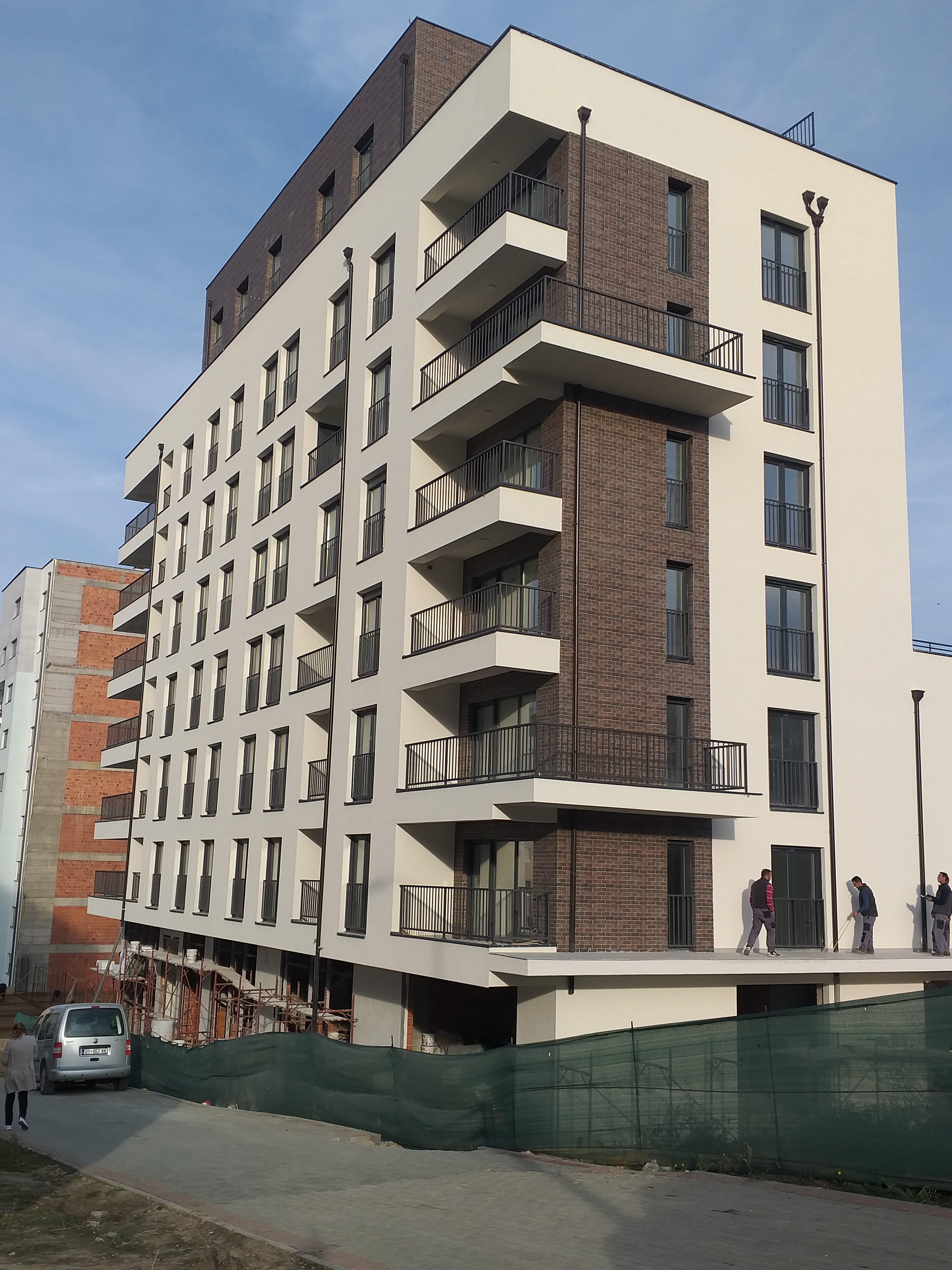 Shitet banesa 3 dhomëshe 98 m2 kati 2 në Emshir Kalabri