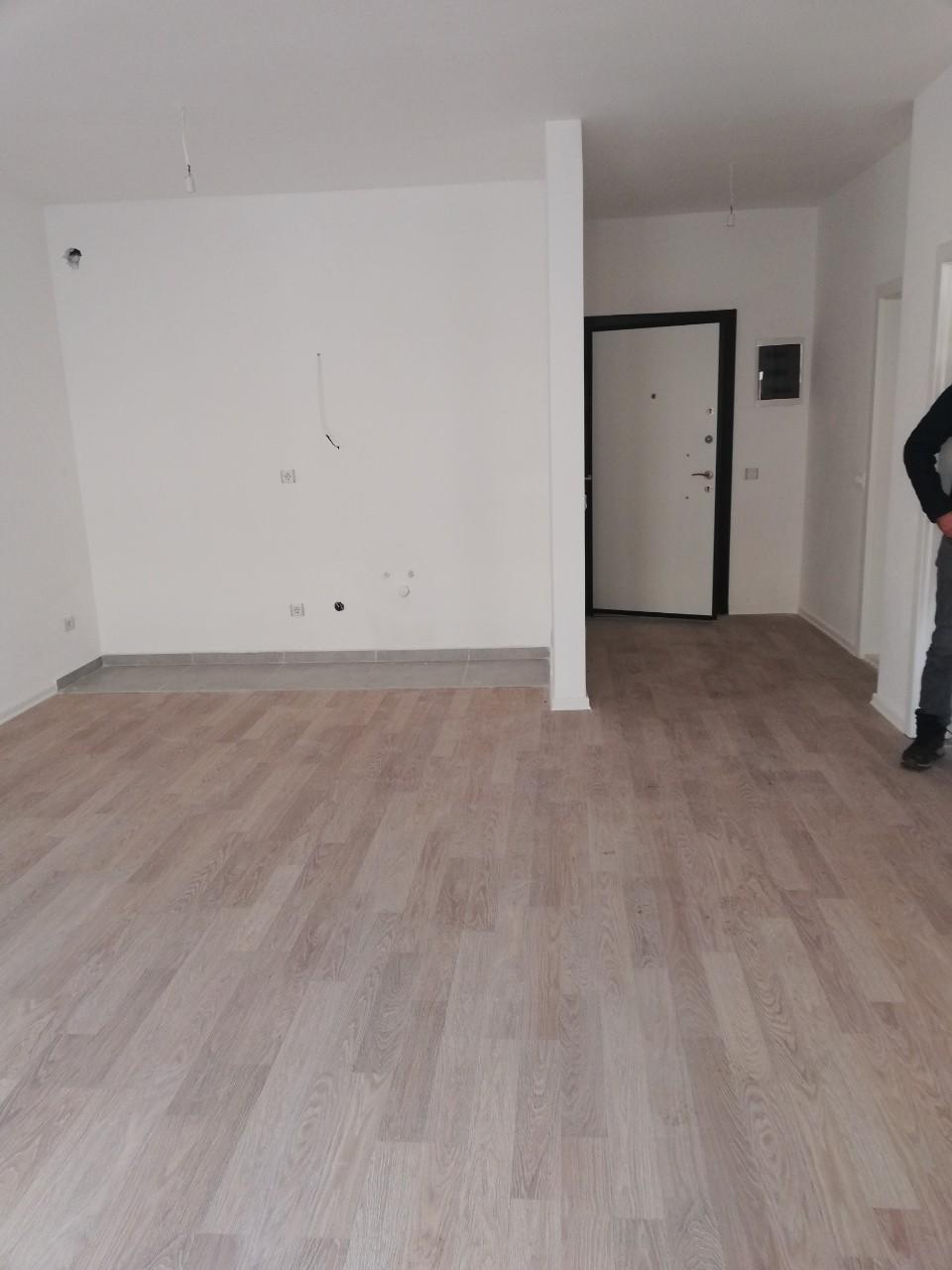Ipet më qira banesa 2 dhomëshe 63 m2 kati 7 në Fushë Kosovë