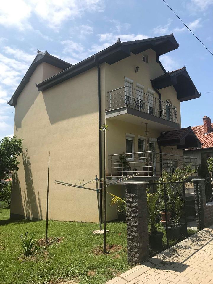 Shitet Shtepia me 3 Ari truall në lagjen Kolovic