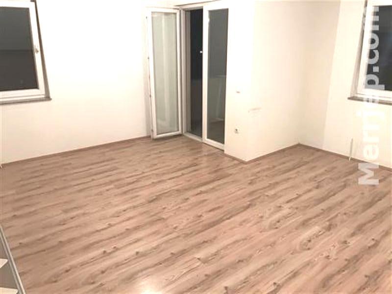 Ipet me qira banesa 3 dhomëshe 95m2 kati 3-të në Fushë Kosovë,