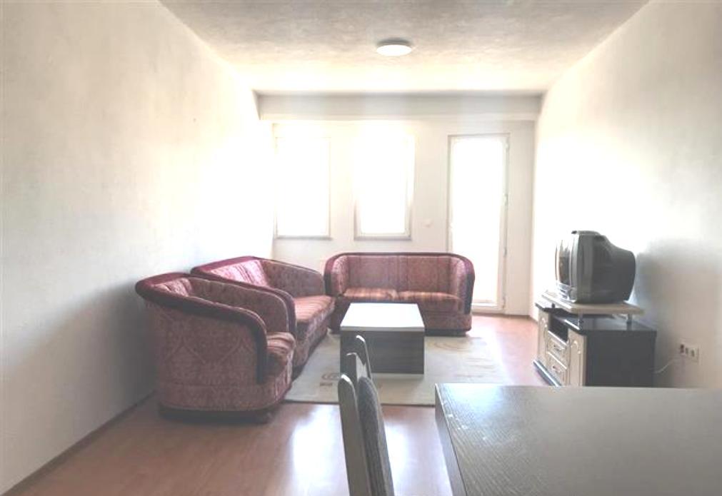 Ipet me qira banesa 3 dhomëshe 90m2 kati 4 në Fushë Kosovë