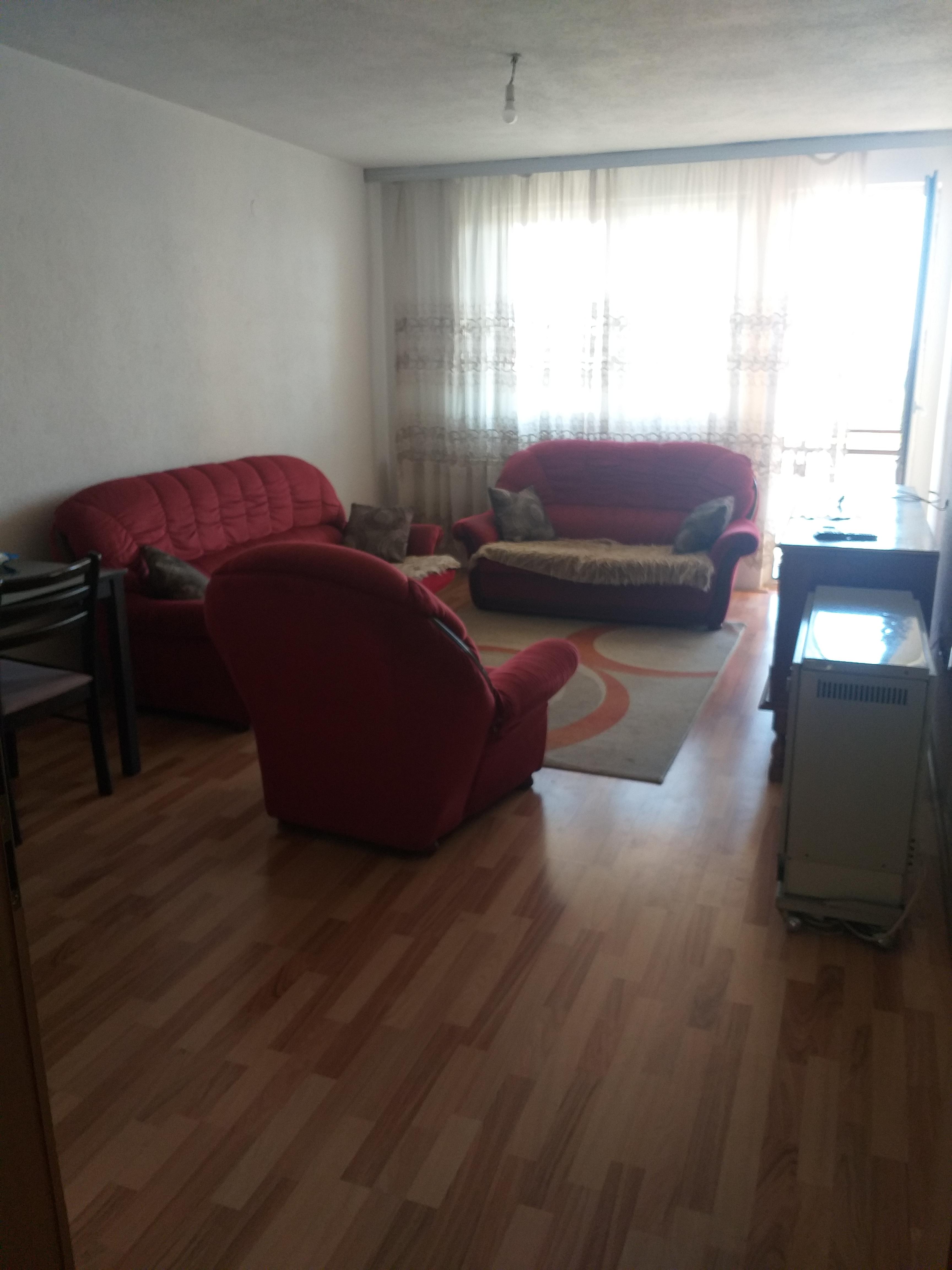 Ipet me qira banesa 3 dhomeshe 80m2 kati 3 në lagjen Aktash