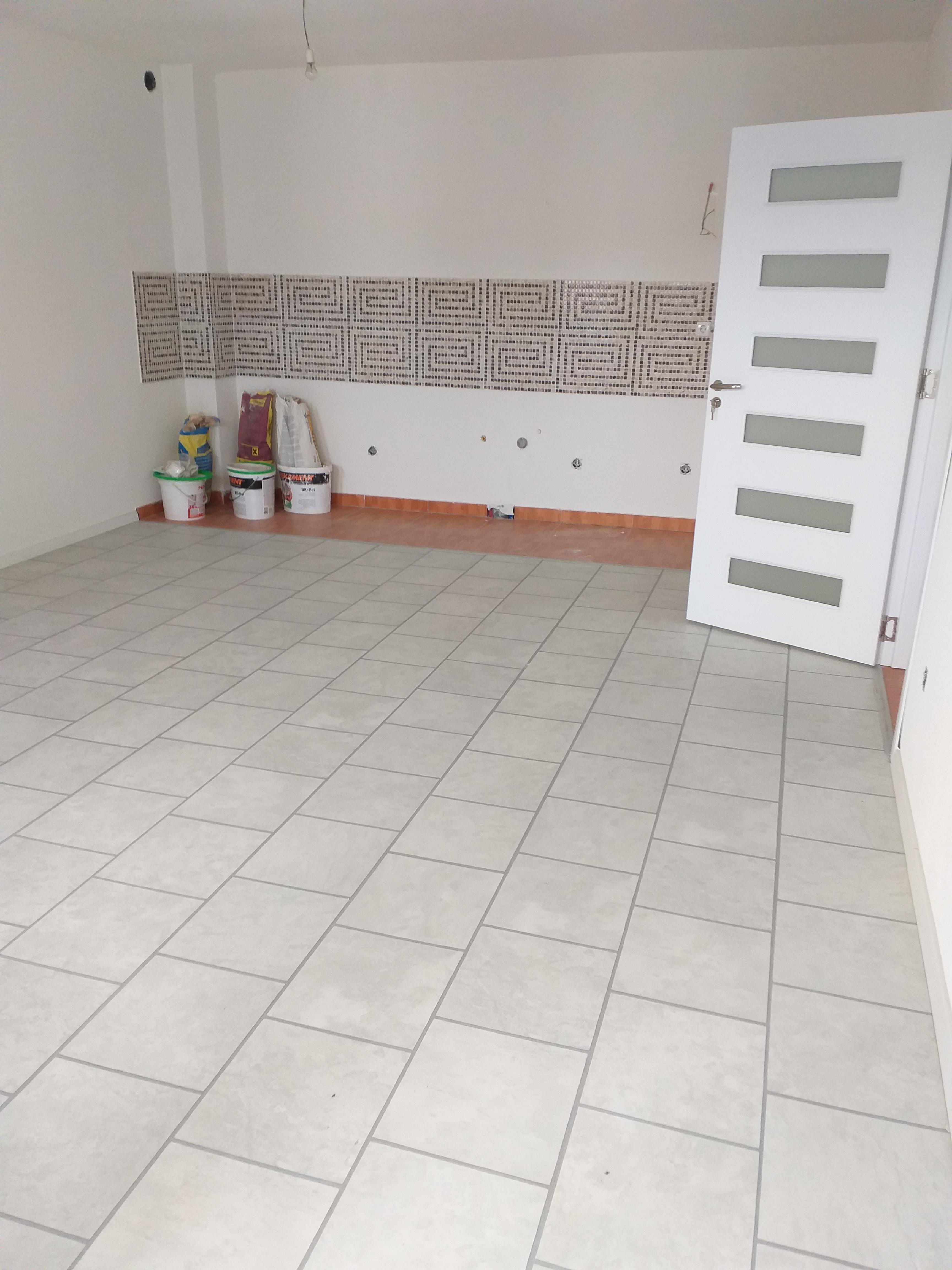Shitet banesa 2 dhomëshe 65m2 kati 6 në Fushë Kosovë